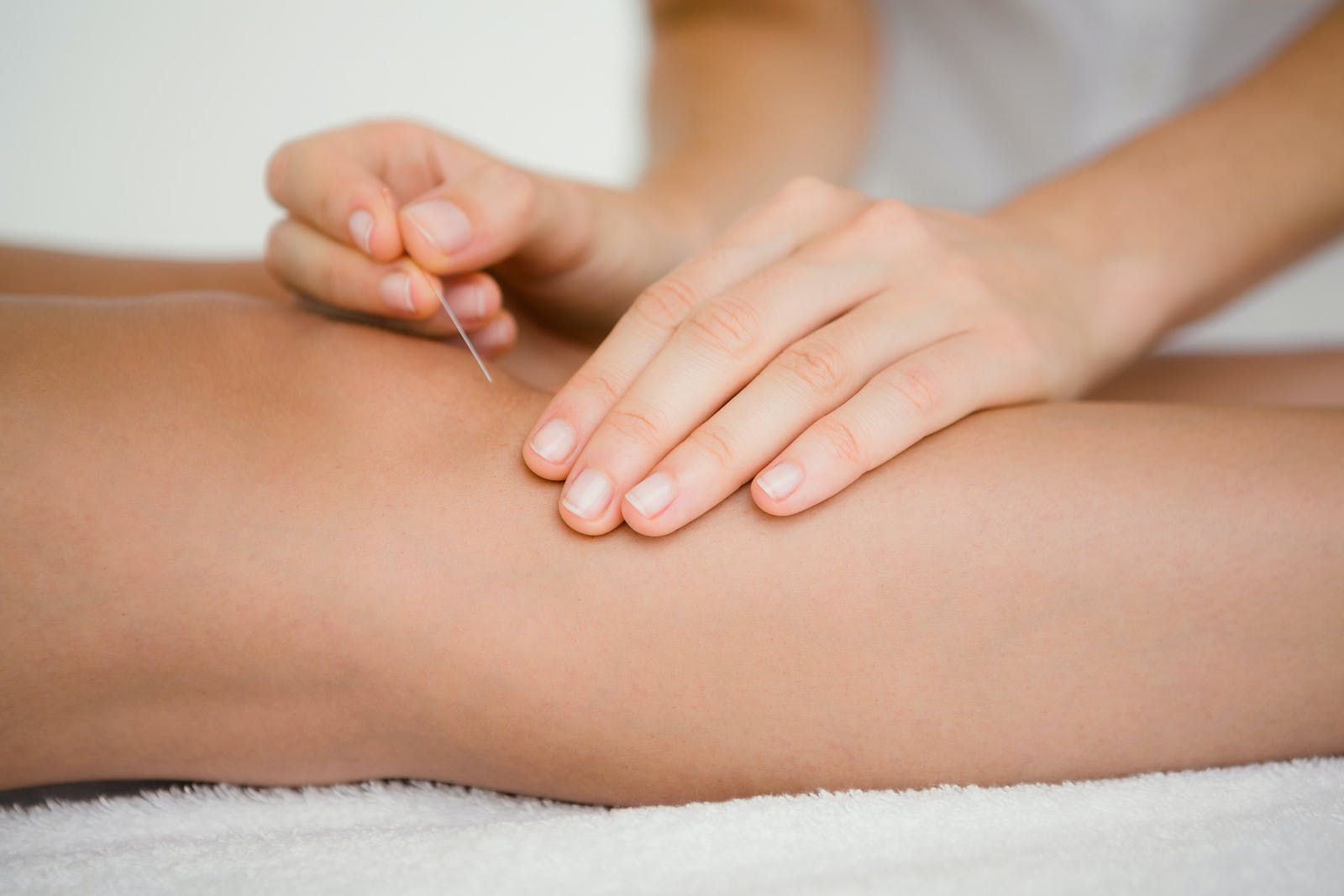 woman using acupuncture to calm her restless legs