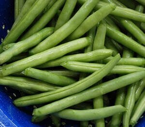 a bunch of fresh green beans