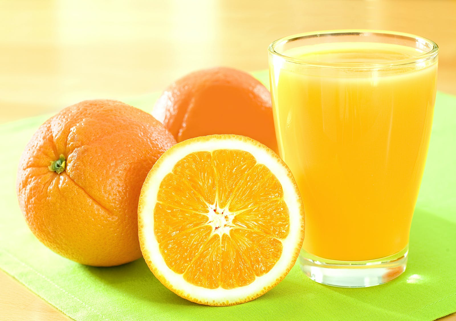 oranges and juice, a great source of immunity-boosting nutrients